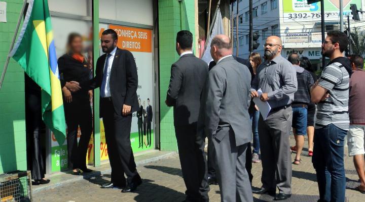 Força-tarefa da OAB Contagem realiza incursão em empresa acusada de captação irregular de clientela
