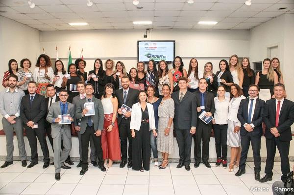 Vice-presidente, Rita Diniz, preside entrega de Carteiras de março